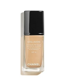 CHANEL VITALUMIÈRE Satin Smoothing Fluid Makeup SPF 15