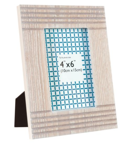 Lined Wooden Photo Frame - 6 x 4