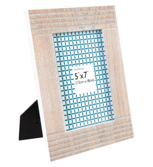 Lined Wooden Photo Frame - 7 x 5