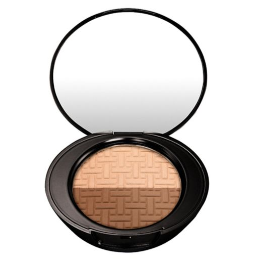 No7 Beautifully Defined Contour Kit Light/Medium