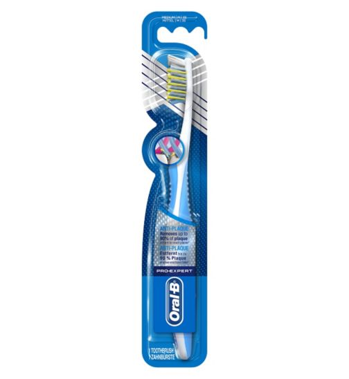 Oral-B Pro-Expert CrossAction Anti-Plaque 35 Medium Manual Toothbrush