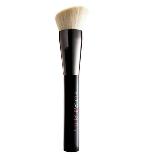 Huda Beauty Face Buff & Blend Brush